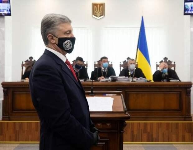 Портнов рассказал, как Порошенко вынес 340 килограмм 100-долларовых купюр