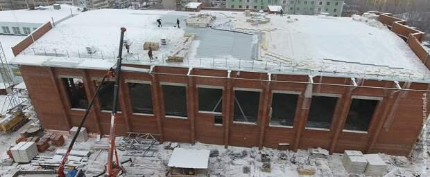 Ход строительства 50-метрового бассейна показали в Ижевске