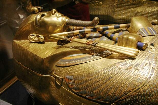 Российский египтолог объяснил, кто лежит в тайной комнате Тутанхамона.