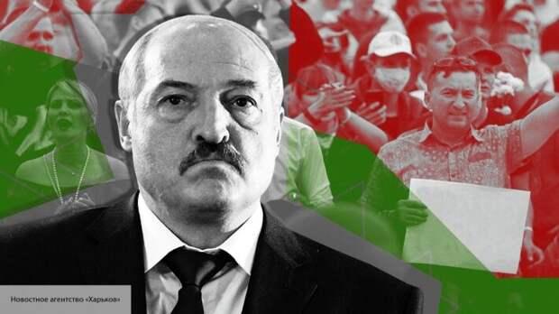 Лукашенко предложил помощь Макрону