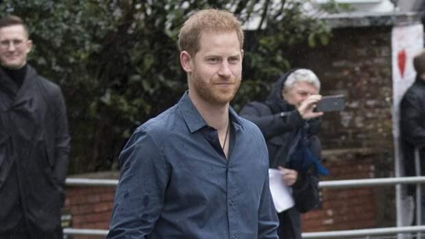 Принц Гарри ждет смерти Елизаветы II, чтобы опубликовать свои мемуары