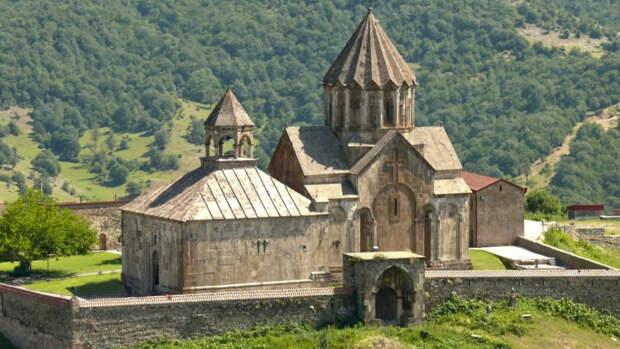 Армянский монастырьГандзасар(«Гора сокровищ») в Нагорном Карабахе