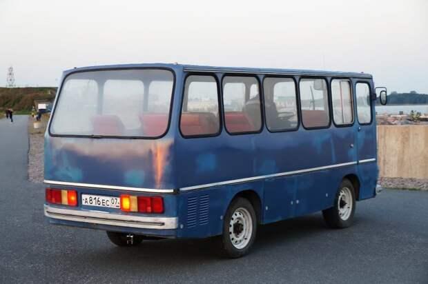 Сзади АКХ-60 уже не так похож на ''настоящий'' Икарус АКХ-60, авто, автобус, икарус, олдтаймер, ретро техника, самоделка, самодельный автомобиль