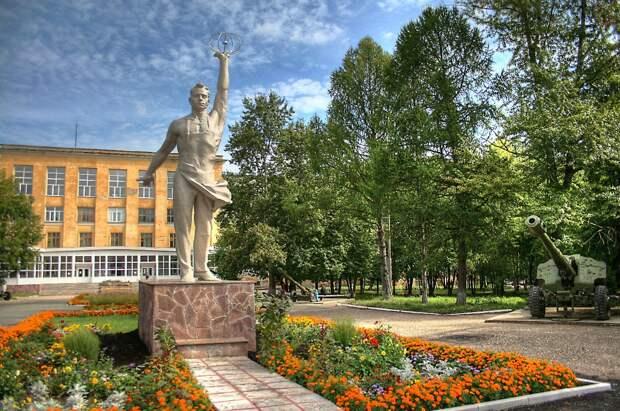 Сквер возле ИжГТУ назвали в честь конструктора Михаила Калашникова