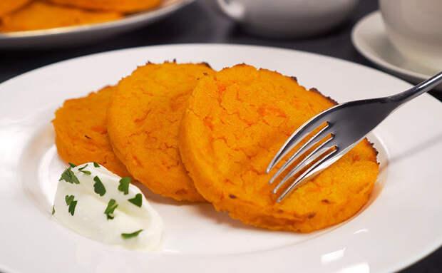 Заменили сырники морковными котлетами. Можно есть и на завтрак, и на ужин