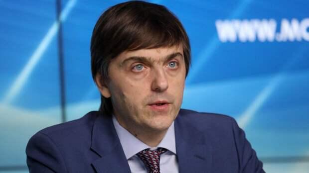 Министр просвещения Кравцов: единицы школ ввели удаленное обучение в России
