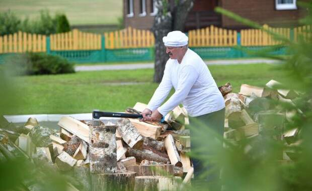 Лукашенко заявил, что хочет уйти с поста президента и пожить нормальной жизнью
