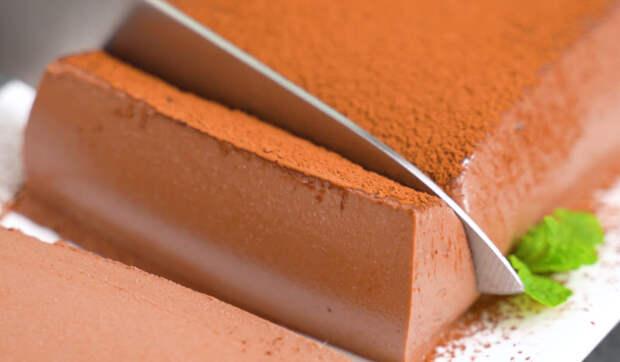 Шоколадный десерт без выпечки из 4-х ингредиентов — идеальный вариант для летней жары