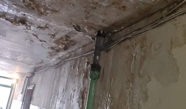 Несколько лет жильцы дома наЗорге вРостове жалуются напротекающую крышу