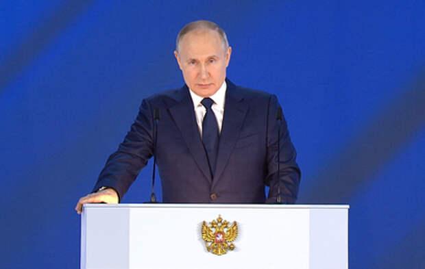 Путин попросил регионы не бегать за деньгами с картинками