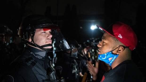 Полицейским приходится постоянно сражаться с законопослушными гражданами