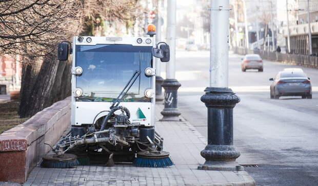 Вывезли 4 тонны. Омские дорожники очистили отгрязи улицы города
