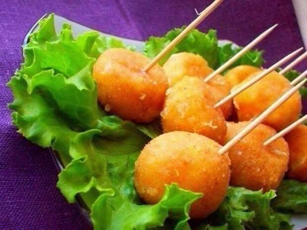 Вкусные сырные шарики жареные с чесноком