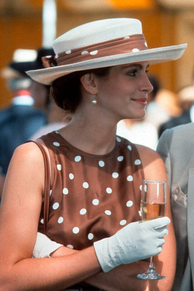 «Красотке» стукнуло 30. Пять самых культовых нарядов героини Джулии Робертс