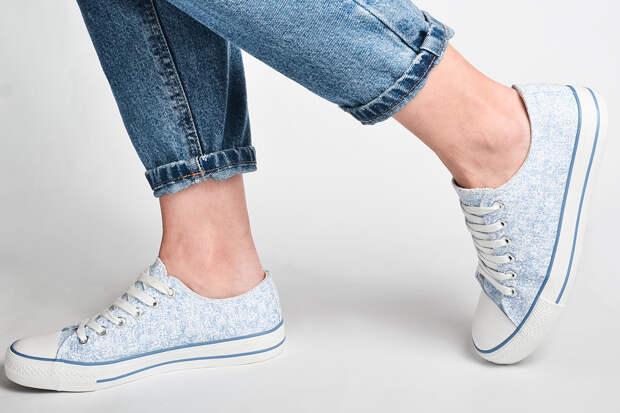 Медик назвал опасную для здоровья осеннюю обувь