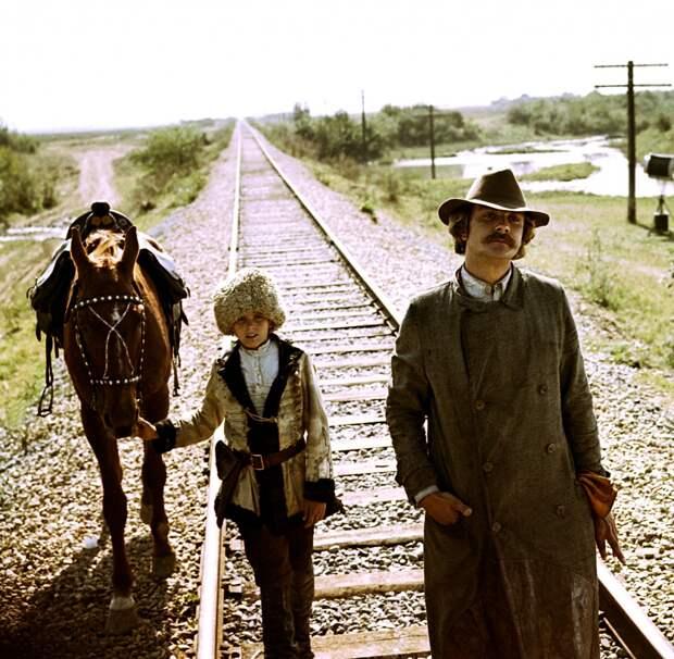 Кадр из фильма *Свой среди чужих, чужой среди своих*, 1974   Фото: domkino.tv