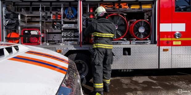 Спасатели ликвидировали пожар в доме в Кочновском проезде на площади 70 квадратных метров