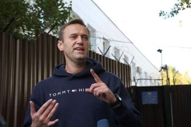 Российский оппозиционер Алексей Навальный на выходе из СИЗО в Москве 23 августа 2019 года. REUTERS/Evgenia Novozhenina