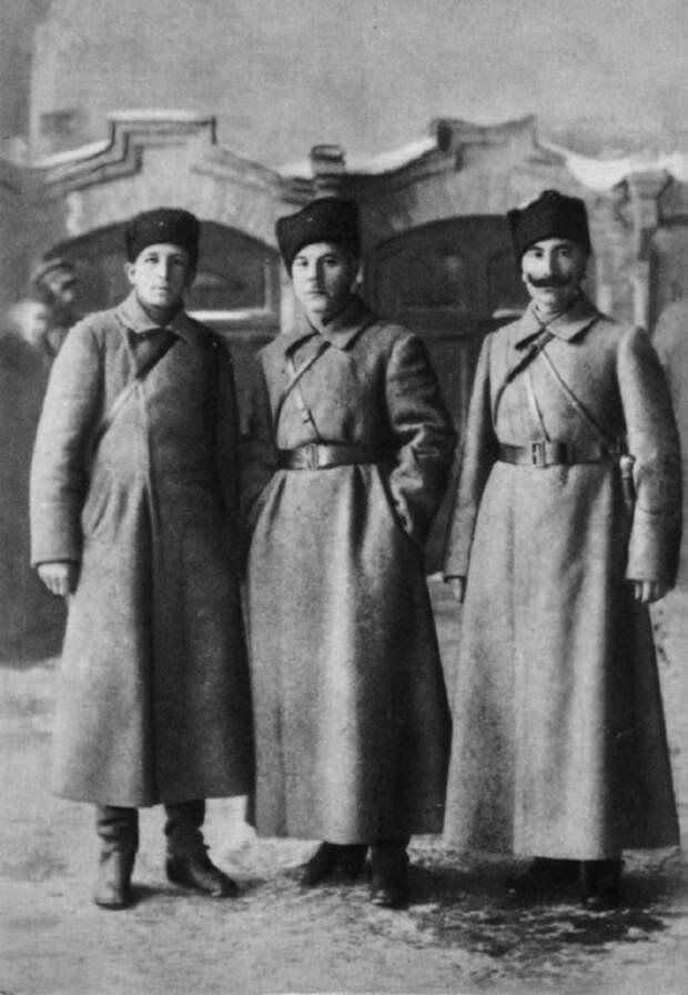 К. Е. Ворошилов, С. М. Буденный и А. С. Бубнов. 1919 год.