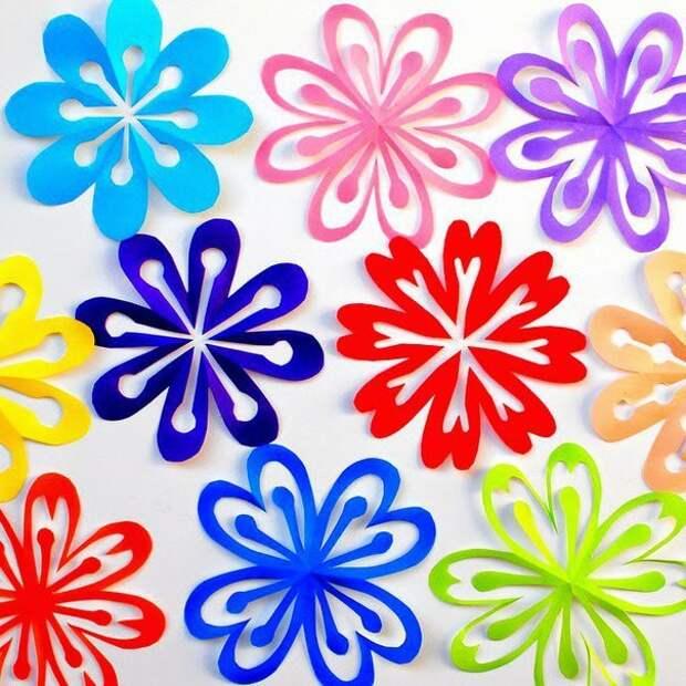 Детский мир. Учимся вырезать цветы