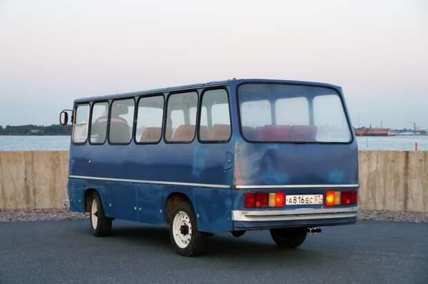 Видна горловина топливного бака, скрывающегося в заднем свесе АКХ-60, авто, автобус, икарус, олдтаймер, ретро техника, самоделка, самодельный автомобиль
