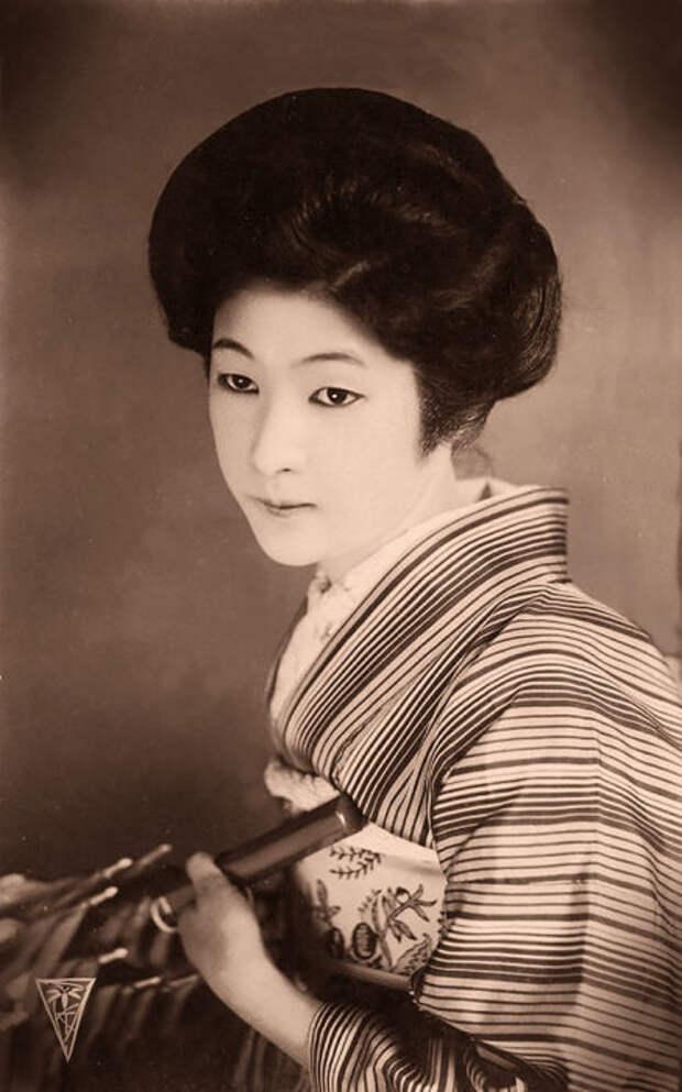 Японка с зонтиком.