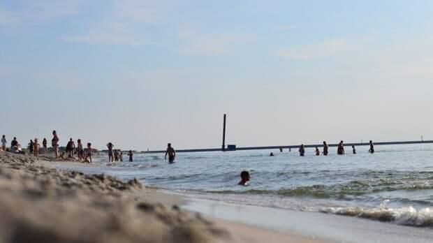 Названа возможная дата открытия пляжей в России