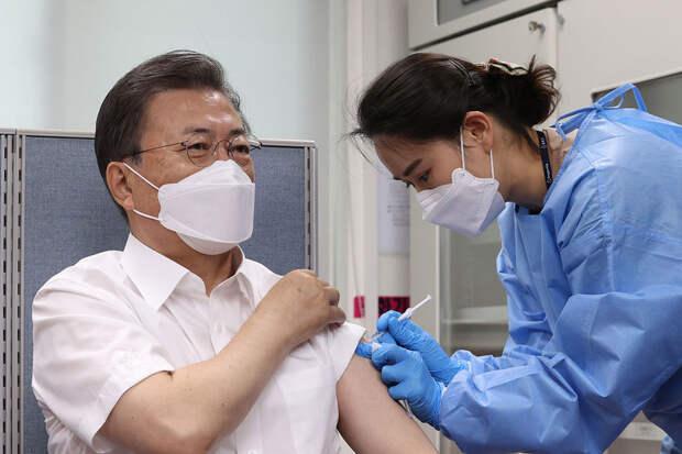 СМИ: президент Южной Кореи заинтересовался вакциной «Спутник V»