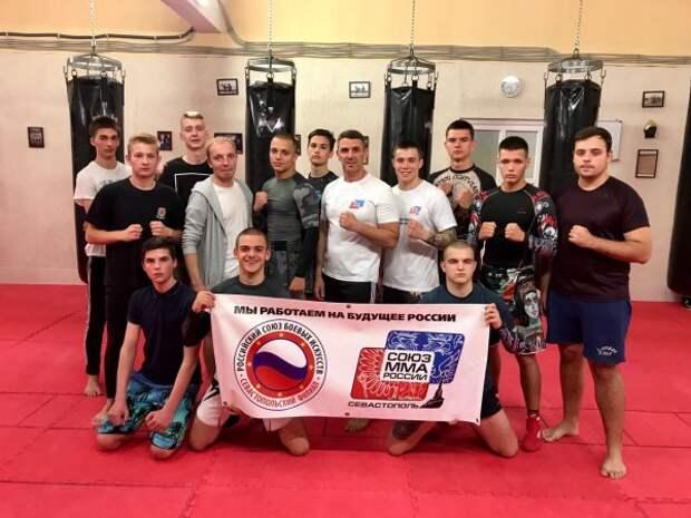 В Севастополе готовят бойцов!