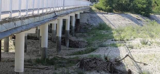 На Кубани из-за засухи и аварийных коммуникаций ограничили подачу воды
