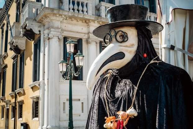 Почему чумные доктора носили «носатые» маски?