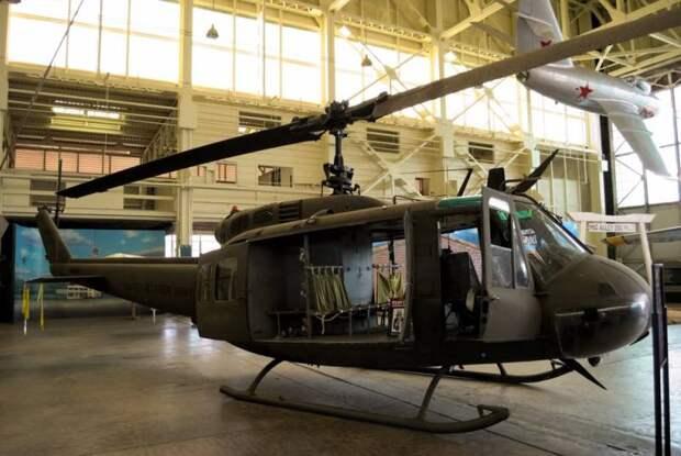 Украина будет собирать американские боевые вертолеты времён Вьетнама