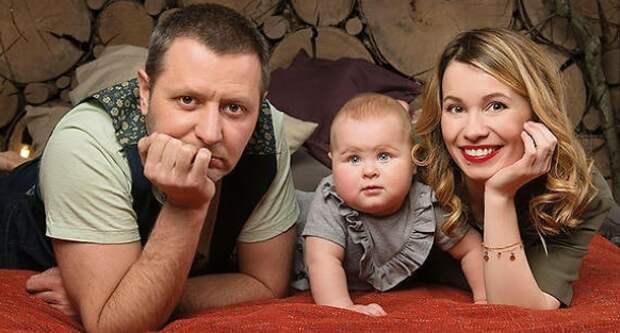 Станислав с женой Викторией и дочерью Элиной