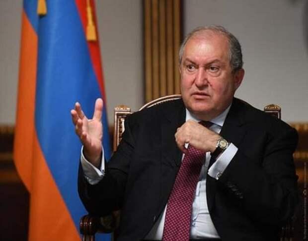 Прокуратура Армении возбудила дело о двойном гражданстве президента