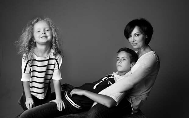 «Я долго не хотела слушать свою интуицию»: Елена Ксенофонтова о многолетнем браке с тираном