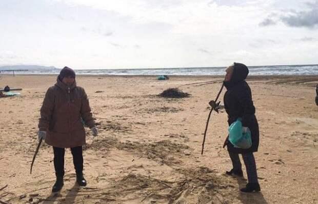 В Анапе очищают пляжи и ликвидируют стихийную свалку