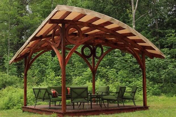 Идеальная идея для беседки в чаще леса. Необычная крыша придаст изюминку для беседки.