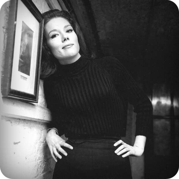Красотка из 60-ых Дайана Ригг