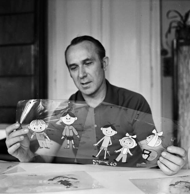 """Создатель мультфильма """"Болек и Лёлек"""" художник-мультипликатор Владислав Нэгрэбэцкий во время работы над мультиком. Польша, 1972 год."""