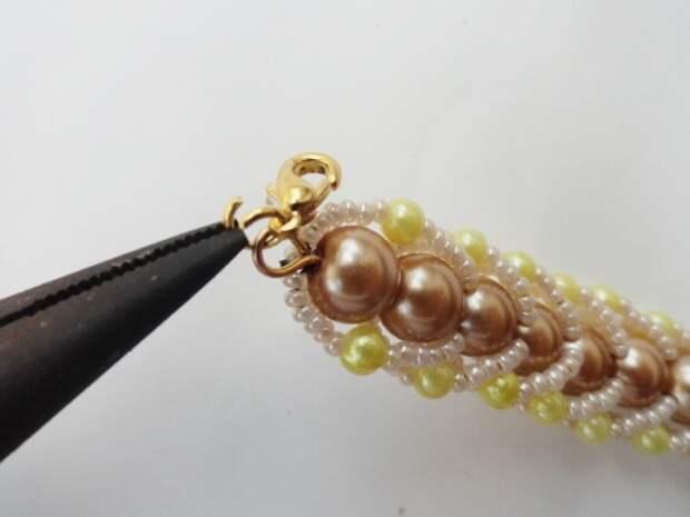 Красивый браслет из бисера и бусин. Фото мастер-класс (24) (520x390, 97Kb)