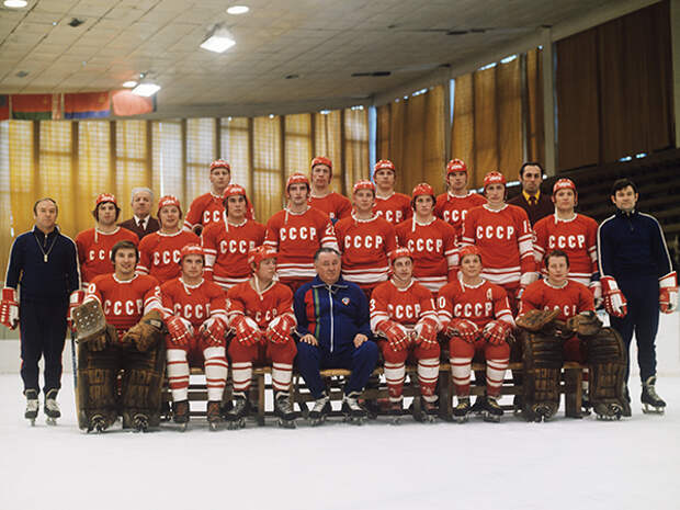 Фоторепортаж: Сборная СССР по хоккею на триумфальной Олимпиаде-1976.