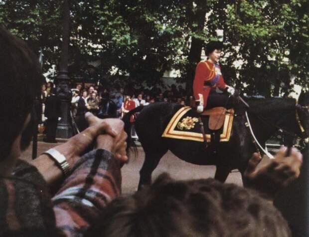 Момент выстрелов (холостых) в королеву Елизавету II 1981 история, события, фото