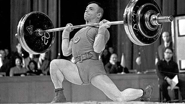 Зачем чемпиона-тяжелоатлета Алексея Вахонина клали в русскую печь, и почему он так рано покинул спорт?