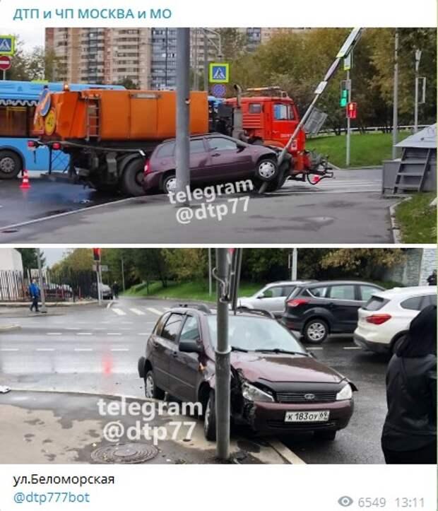 На Беломорской легковушка «обняла» столб