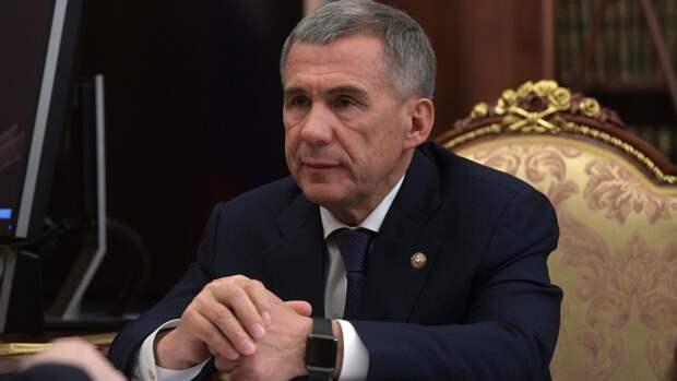 Глава Татарстана Минниханов вакцинировался от коронавируса