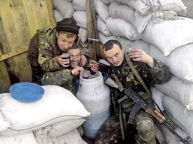По традиции раз в месяц украинские бойцы уходят в запой. Фото: vk.com