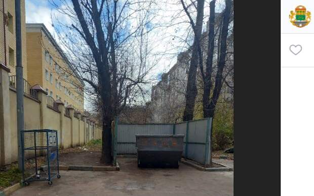Мусорный беспорядок ликвидировали во дворе дома на Красноказарменной