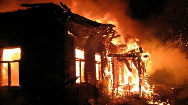 В Енакиево на улице Керченская сгорел одноэтажный жилой дом