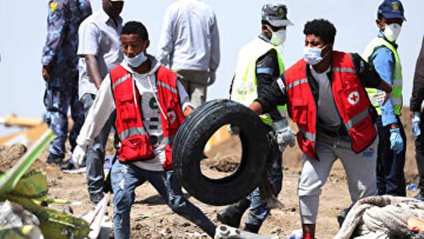 Поисковые работы на месте крушения самолета Ethiopian Airlines в Эфиопии