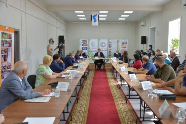 Дегтярев провел встречу с членами «Ассамблеи народов Хабаровского края»